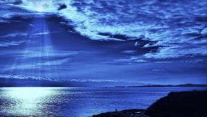 naktis-prie-vandens