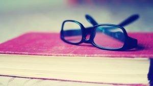 akiniai-ant-knygos