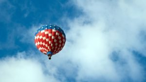 balionas-aukstai-danguj