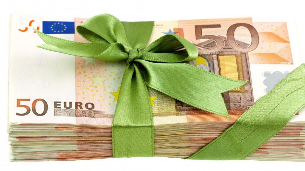 pinigai-dovanos