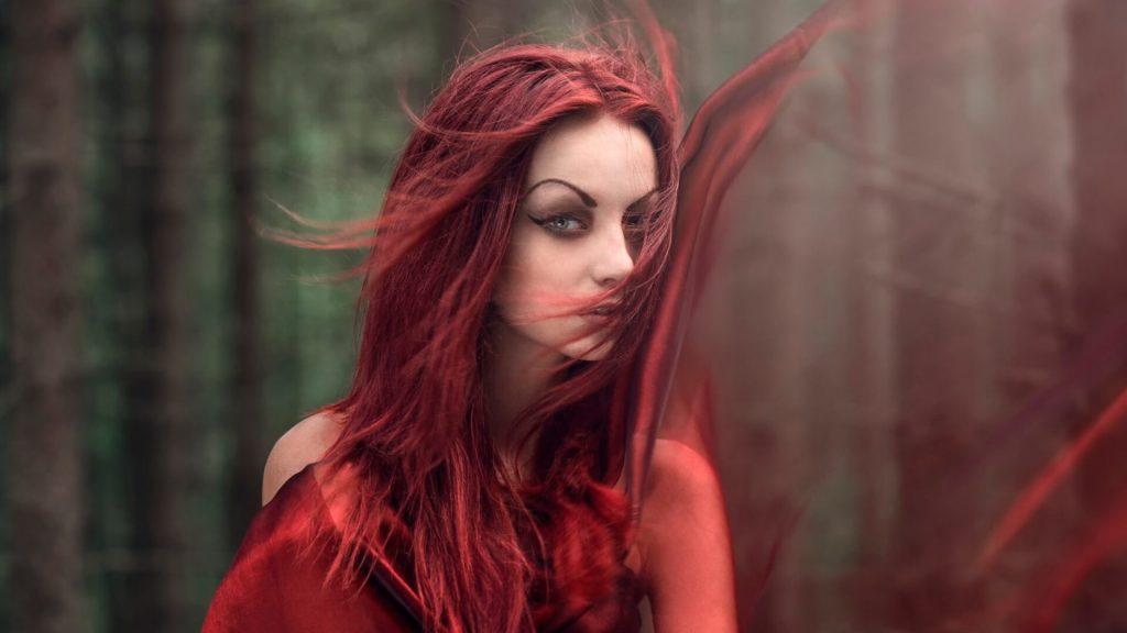 raudona-mergina