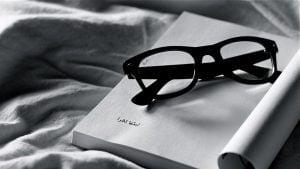 skaitymas-ir-akiniai