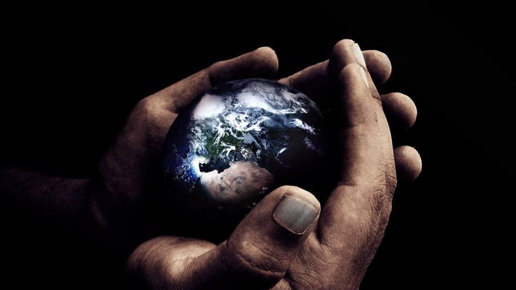 pasaulis rankose